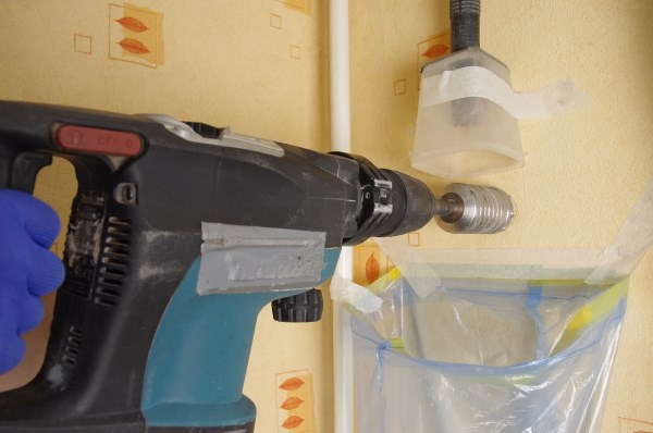 Установка может производиться на наружней стене на высоте 2-2,2 м от пола, либо между батареей и подоконником